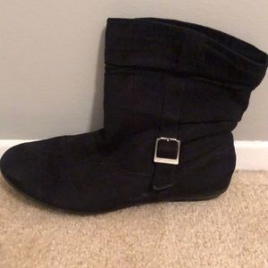 Black Boots with side buckle.